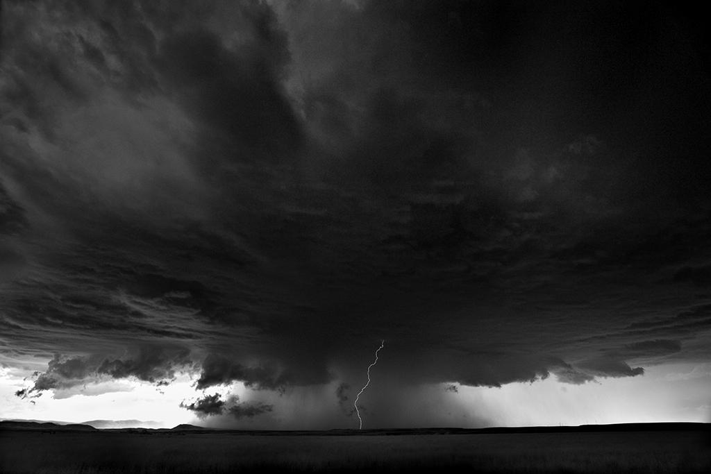 تصاويري زيبا و خیره کننده از ابر طوفان هاي بیابانهای بزرگ امریکا