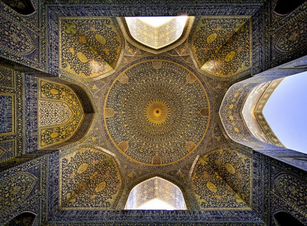 Incredible-and-Colorful-Mosque-6-640x473