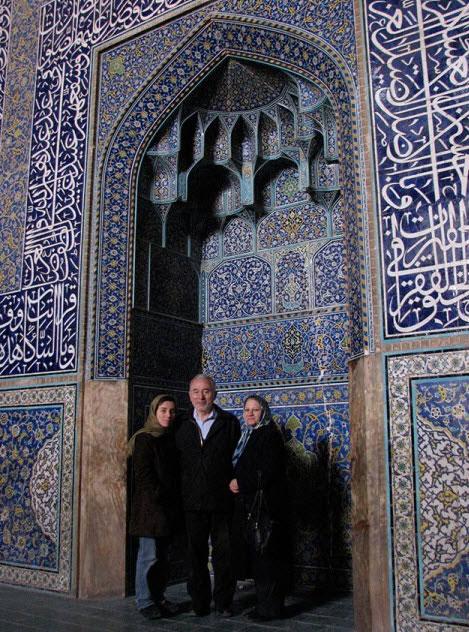 مریم میرزاخانی با پدر و مادر در اصفهان