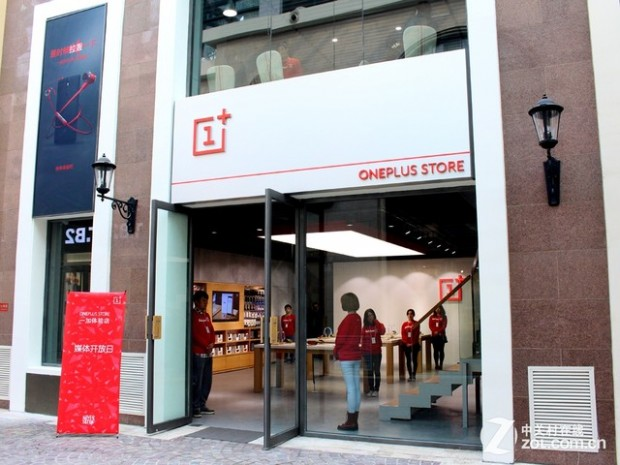 OnePlus-Experience-Store-outside