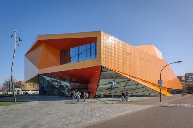 ساختمان تئاتر شهر  آگورا  (لیلیاستاد، هلند)