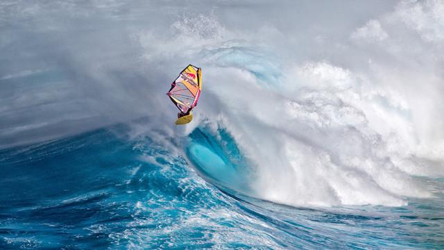 بالاتر از موج در مائوئی، هاوایی/ فرانک برتات