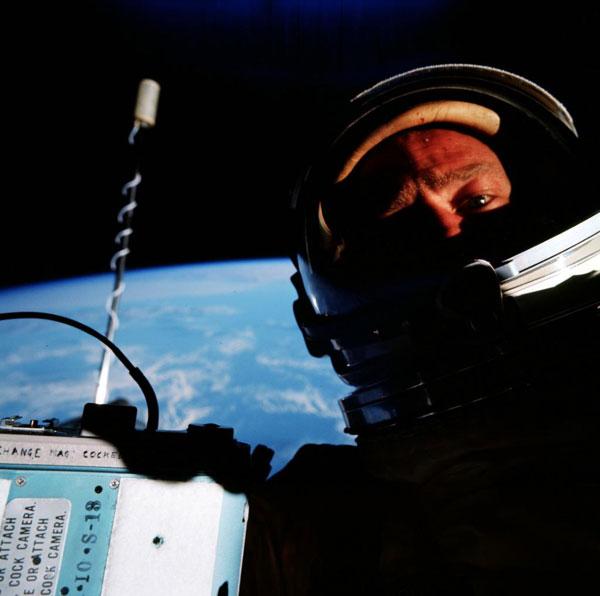 اولین سلفی فضایی، عکس سال 1966 باز آلدرین
