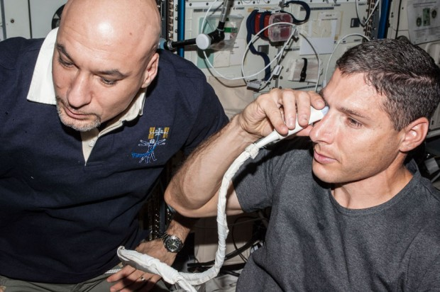 کارشناسان معتقدند آزمایشات پیش روی ناسا، ایستگاه فضایی بین المللی را به نوعی تبدیل به یک چشم پزشکی فضایی می کند.