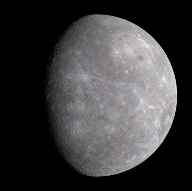 تصویری از سیاره تیر ( عطارد ) که توسط فضاپیمای مسنجر به ثبت رسیده است
