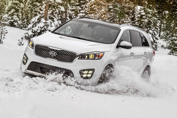 ۲۰۱۶-kia-sorento-sxl-through-snow