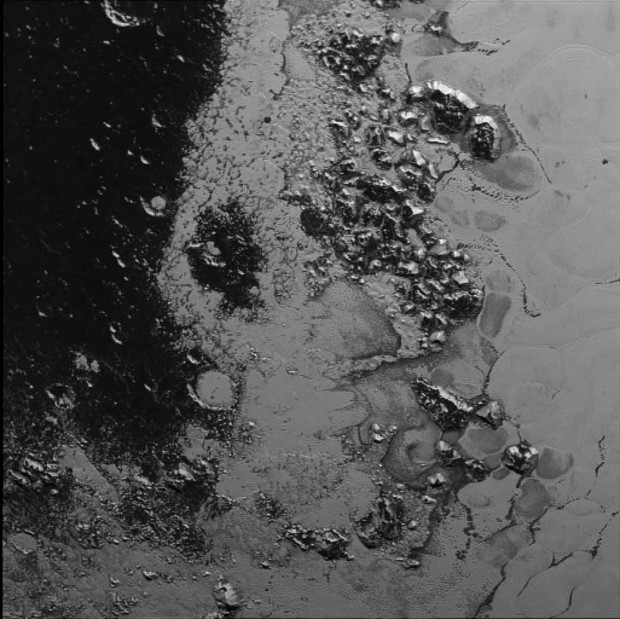 pluto-mountain-range