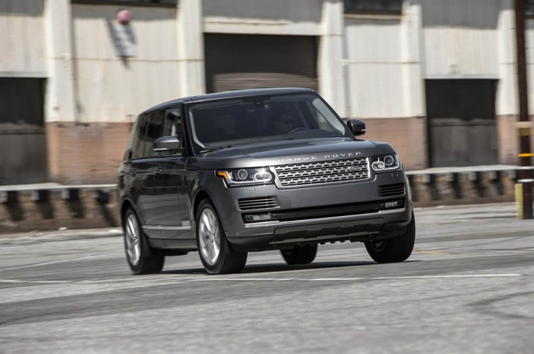 2015-land-rover-range-rover-hse-front-end-in-motion