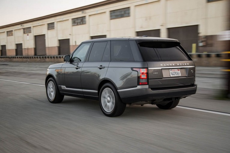 2015-land-rover-range-rover-hse-rear-three-quarter-in-motion