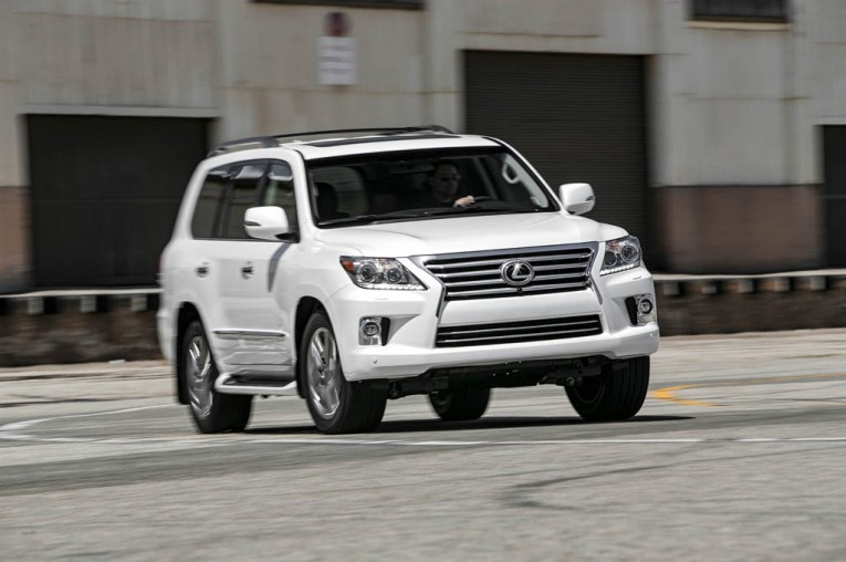 2015-lexus-lx-570-front-end-turn