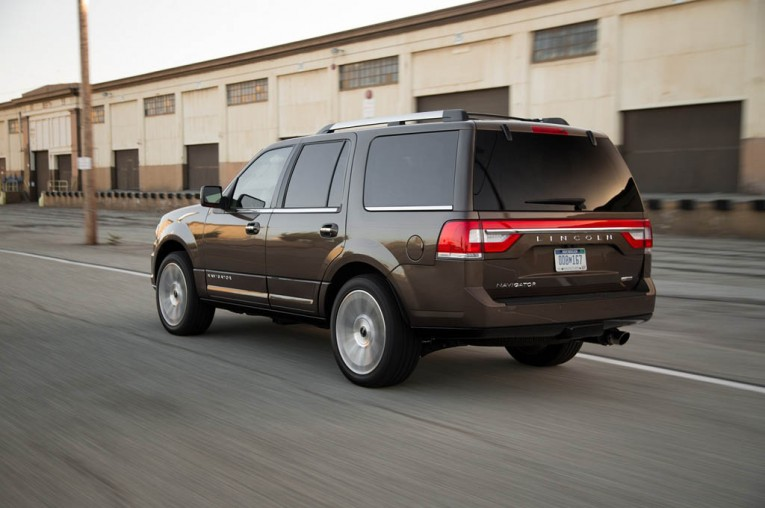 2015-lincoln-navigator-rear-three-quarter-in-motion