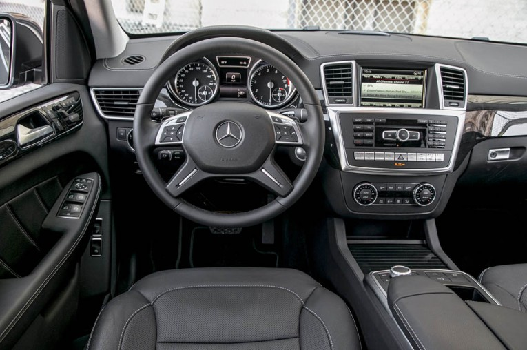 2015-mercedes-benz-gl450-4matic-cockpit