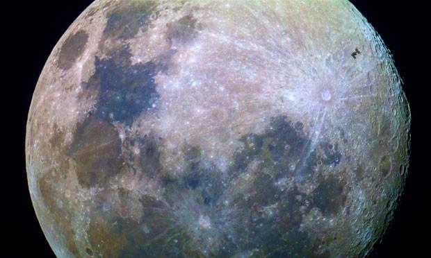 عبور ایستگاه فضایی بینالمللی از مقابل ماه