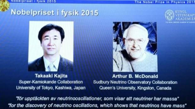 مکدونالد (راست) و کاجیتا به طور مشترک برندگان جایزه نوبل اعلام شدند
