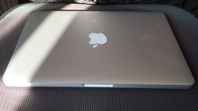 بهترین لپ تاپ کاری: MacBook Pro with Retina 13-inch 2015 سی پی یو: 2.7 گیگاهرتز dual-core اینتل Core i5  گرافیک: اینتل Iris Graphics 6100   رم: 8 گیگابایت   صفحه نمایش: 13.3 اینچ، IPSبا رزولوشن 2560 x 1600   حافظه ذخیره سازی: 128 گیگابایت SSD   قابلیت اتصال: dual-band وای فای 801.11ac، بلوتوث 4.0   دوربین: FaceTime HD   وزن: 1.58 کیلوگرم   ابعاد: 12.35 x 8.62 x 0.71 اینچ