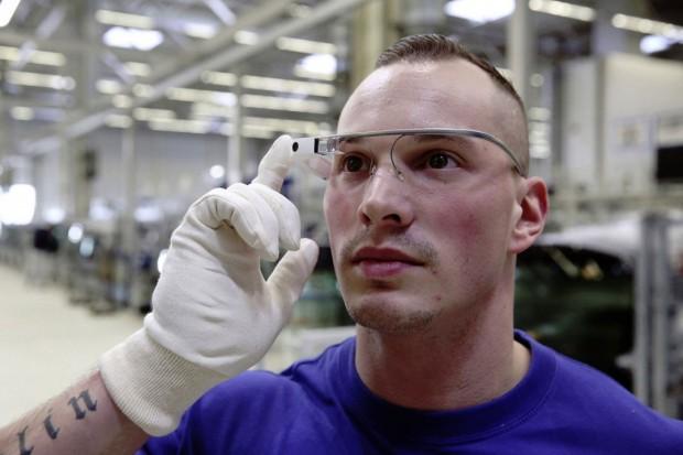 Volkswagen--google-glass-2
