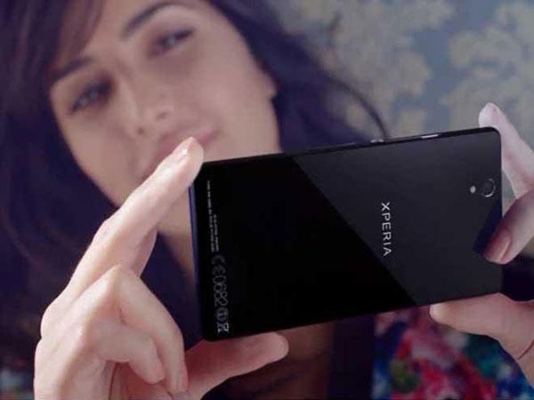 سونی بازار موبایل سونی تا حد زیادی با پرچمداران اخیر این شرکت که اکسپریا Z5 و Z5 Compact هستند؛ رونق یافته است. متاسفانه موبایل تنها کسب و کاری از این شرکت است که ضعیف عمل کرده و در نهایت گوشی های اکسپریا هم پول زیادی برای این شرکت تولید نکردند.