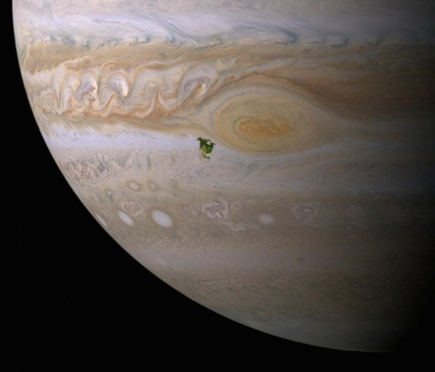 ۰۲-here-north-america-is-superimposed-next-to-jupiters-great-red-spot-as-you-can-see-in-this-to-scale-image-jupiters-giant-storm-would-completely-swallow-the-entire-continent