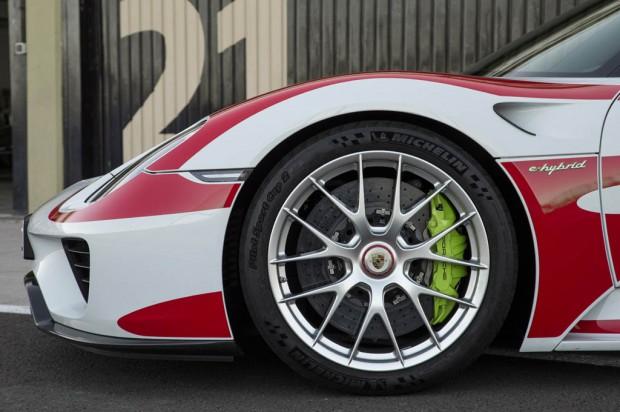 ۰۵-۲۰۱۵-porsche-918-spyder-front-wheels-02