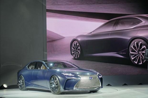 ۱۷-lexus-sedan-concept