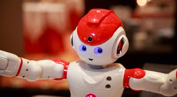 تماشا کنید: ربات دست و پا چلوفتی Alpha 2 در CES 2016 !