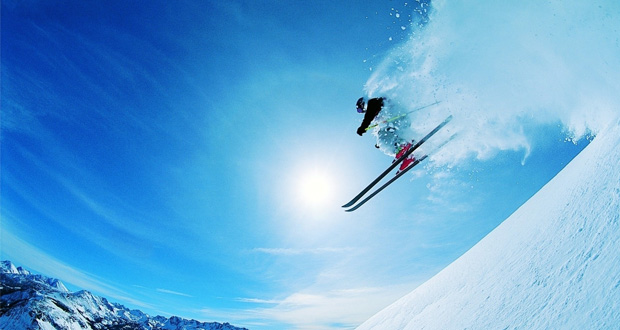 تماشا کنید: این اسکی باز از سقوط ۳۰۰ متری جان سالم به در برد !