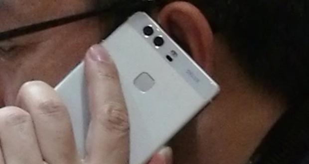 آیا گوشی که در دستان مدیر هواوی قرار دارد هواوی پی ۹ است؟ ۲