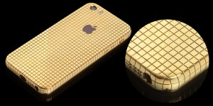 تماشا کنید: Goldgenie آیفون SE شما را با ۲۰۰ گرم طلای ۱۸ عیار میسازد!