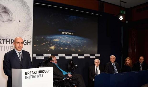 استیون هاوکینگ و میلیاردر روسی ساخت فضاپیمای بین ستارهای را آغاز کردند