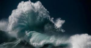 امواج خروشان دریا