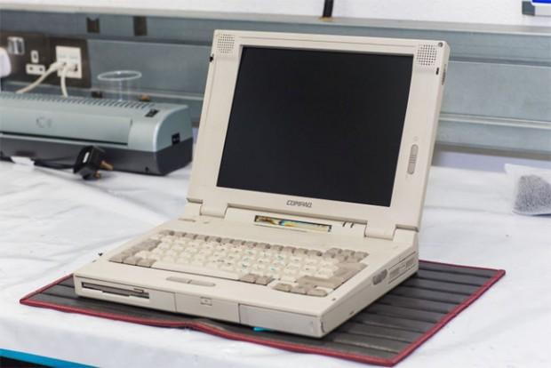 مکلارن برای عیبیابی مدل F1 از یک لپتاپ قدیمی استفاده میکند!