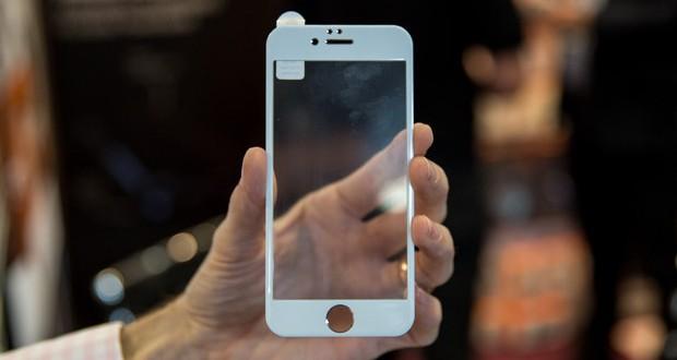 قاب آیفون ۷ از وجود سنسورهای دوگانه در این محصول حکایت دارد