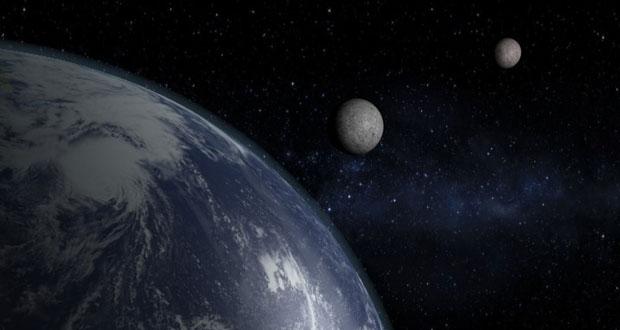 کره زمین دو ماه دارد