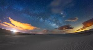 تماشا کنید: جادوی ریگهای روان سفیدرنگ در ترکیب با درخشش ستارگان آسمان