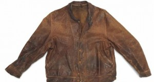 فروش ۱۵۰ هزار دلاری ژاکت چرمی که بوی آلبرت اینشتین را میدهد!