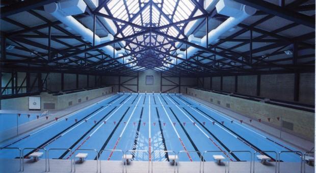 چگونه در مسابقات شنای المپیک ورزشکاران دقیقا در یک زمان به خط پایان میرسند؟