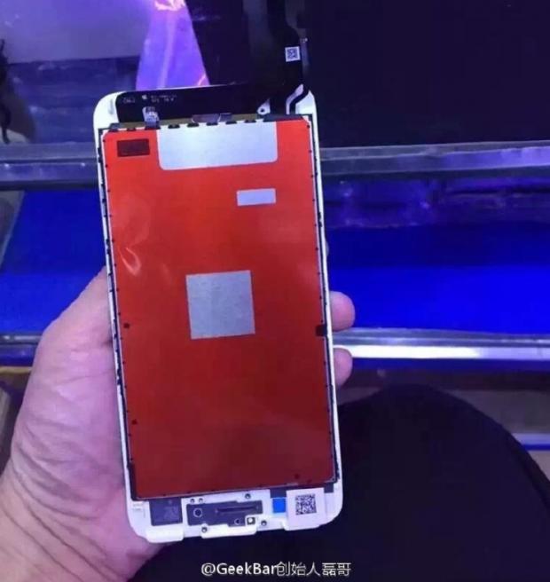 تصویر لو رفته از پنل جلوی آیفون ۷ به حذف دکمهی هوم اشاره میکند
