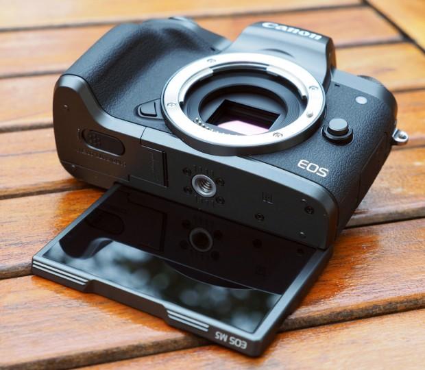 نگاهی دقیق به دوربین EOS M5 کانن (1)