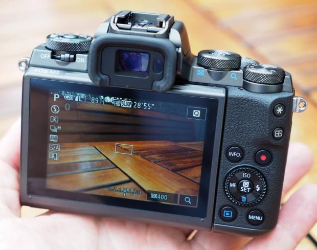 نگاهی دقیق به دوربین EOS M5 کانن (4)