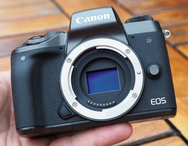 نگاهی دقیق به دوربین EOS M5 کانن (5)