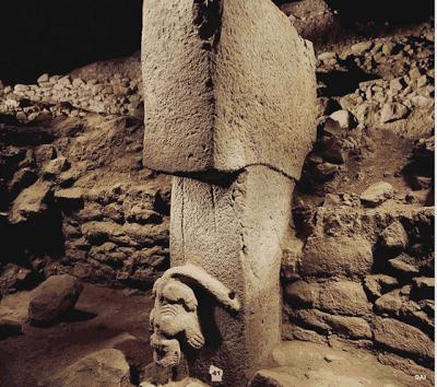 نمونهای مشهور از ستونهای تپه گوبکلی و حکاکیهای آن