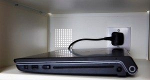 اتصال دائم لپ تاپ به برق