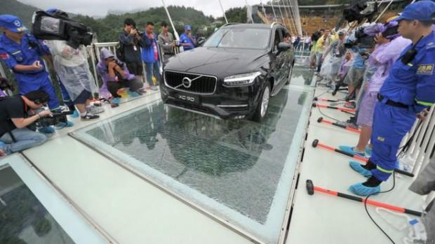 پل شیشهای معلق چین