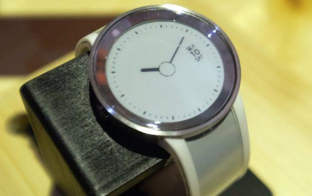 باتری ساعت جوهر الکترونیکی سونی تا سه هفته شارژدهی دارد!