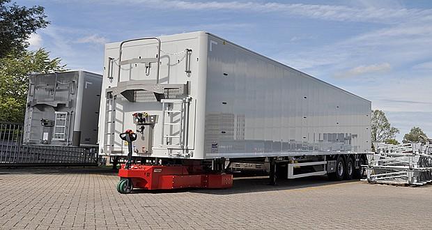 تماشا کنید: با این گاری برقی انسان ها هم می توانند کامیون را حمل کنند