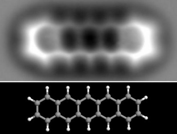 تصویر علمی اتصالات مولکولی در یک مولکول پنتاس