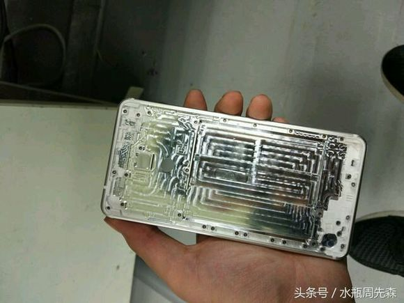 http://gadgetnews.ir/wp-content/uploads/2016/11/Alleged-back-panel-of-an-upcoming-Nokia-branded-Android-phone-3.jpg