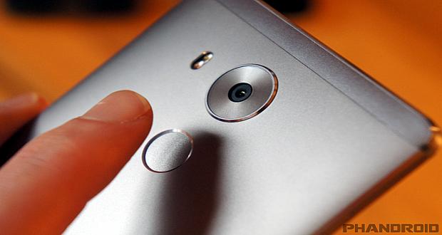 اسکنر اثر انگشت گلکسی S8 در پشت گوشی قرار می گیرد