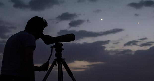 همنشینی سیاره زهره و هلال ماه