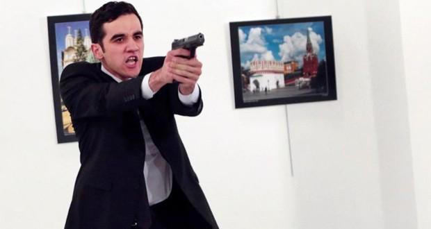 پلیس ترکیه خواستار رمزگشایی آیفون قاتل سفیر روسیه در حادثهی آنکارا